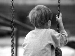В Великих Луках на качелях погиб 8-летний ребёнок