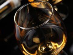 Две женщины на Алтае насмерть отравились элитным алкоголем