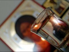 Врач из Волгограда четыре месяца пыталась оживить мужа святой водой