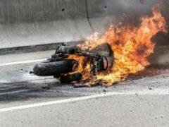 В Смоленском районе в ДТП загорелся мотоцикл, 30-летний водитель погиб
