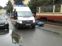 Петербург: Скутерист попал в реанимацию после ДТП на Обуховской Обороны