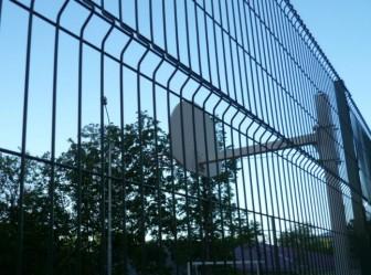 забор школьный