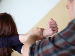 В одном из гаражей в Кронштадте изнасиловали 16-летнюю лицеистку