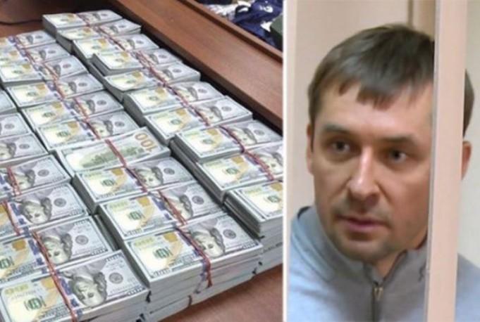 В квартире матери полковника Захарченко нашли еще один склад денег