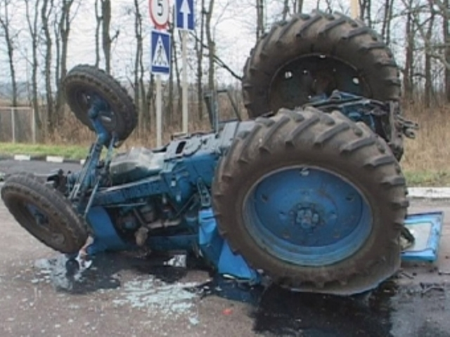 Пассажир трактора стал жертвой трагедии натрассе вОмской области