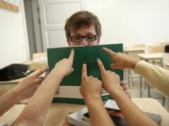 Ученые: раны от школьных обид не заживают во время учебы в колледже