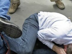 В Омске 14-летние школьники ради забавы избили подвыпившего мужчину