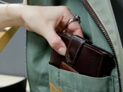 Молодая «карманница» обокрала студента одного из петербургских вузов