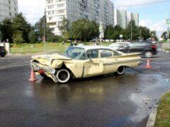 Раритетный Chevrolet разбился на юге Москвы