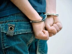 Два подростка напали на охранника супермаркета в Купчино