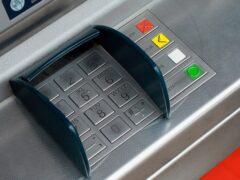 Пьяный мужчина набросился на банкомат в Воронежской области
