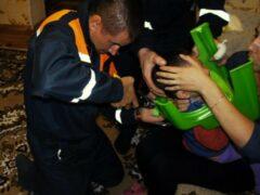 В Уфе спасатели вызволили ребенка, который застрял головой в горшке