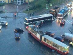Петербург: Трамвай и иномарка не разъехались на улице Коллонтай