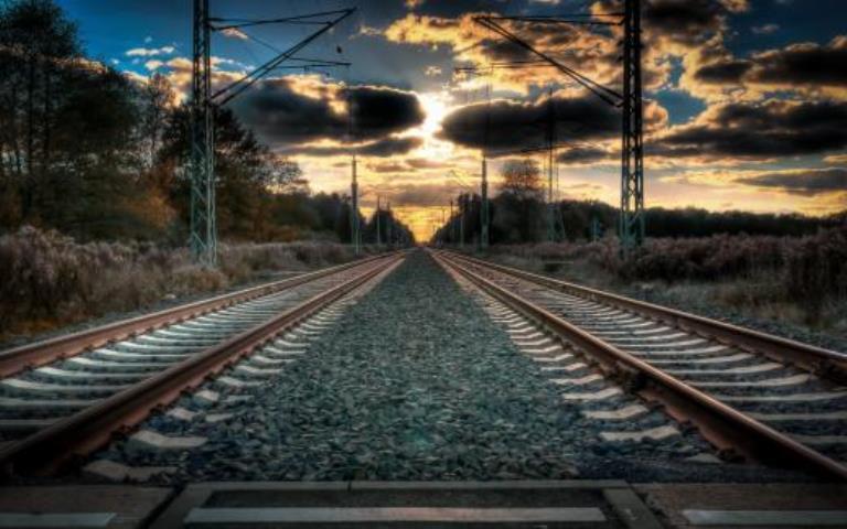 33-летняя волгоградка, погибла, упав смоста нажелезнодорожные пути