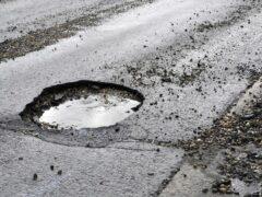 Житель Усть-Кута самостоятельно отремонтировал 800 метров дороги