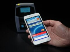 Вместо «пластика» – айфон: Как теперь будут окупать билеты РЖД продвинутые пассажиры