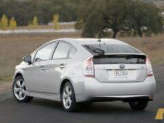 Toyota приостанавливает продажи гибрида Prius в США
