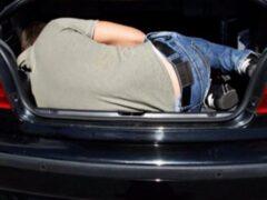 Петербуржец избил охранника гаража и спрятался от полиции в багажнике