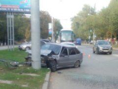 В Ростове пьяный водитель врезался в столб и скрылся с места ДТП