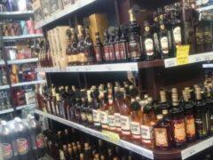 В Екатеринбурге грабители за ночь обчистили два алкомаркета