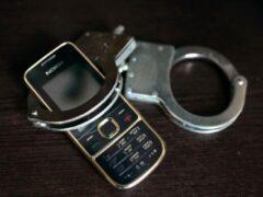 На таксиста завели дело за присвоение забытого в салоне телефона