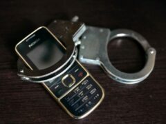 В Саратове невменяемый мужчина за час ограбил двух человек