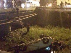 В Туапсе машина рухнула с моста в реку Паук