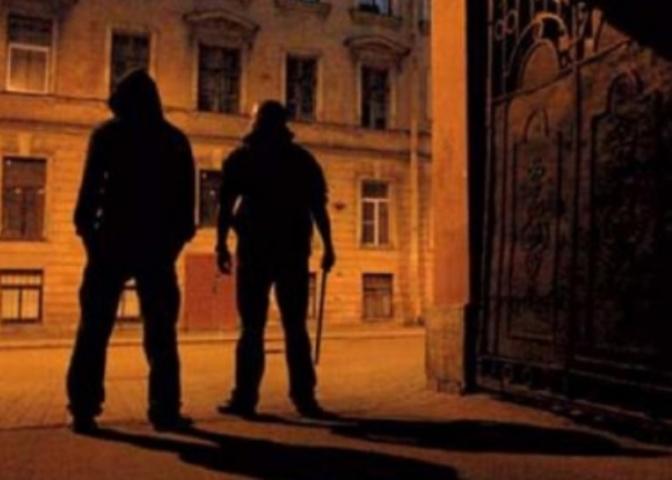 НаБахметьевской упрохожего отобрали имущество на100 тыс. руб.