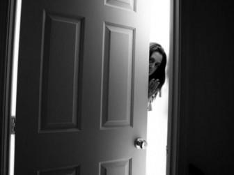 незакрытая дверь