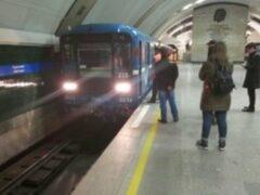 Пассажир бросился под поезд в петербургском метро