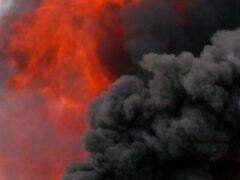 Серьезные ожоги получили мужчина и женщина на пожаре в Первомайске