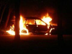 В центре Омска иномарка после ДТП сгорела дотла