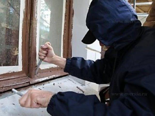 Сельчанин проник вдом бывшей сожительницы и грозил убийством еемужу