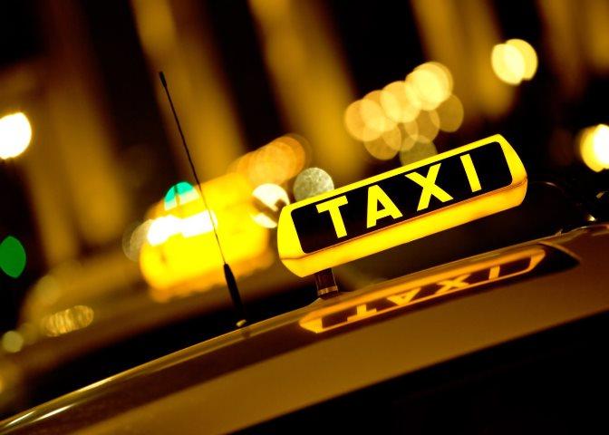 ВЭнгельсе таксист находу выпрыгнул измашины, спасаясь отвооружённых пассажиров