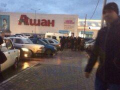 В Ульяновске у торгового центра порезали двух молодых людей
