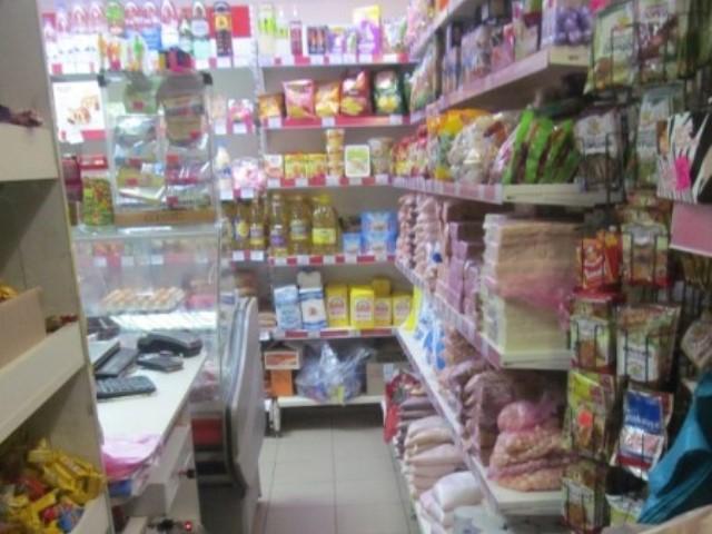 Кассир ограбленного магазина догнала вора иуговорила его вернуть деньги