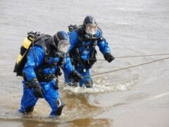 Спасатели с ночи ищут мужчину, прыгнувшего с Дворцового моста
