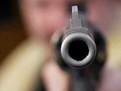 В Воронежской области на кладбище парень с пистолетом вымогал деньги у знакомого
