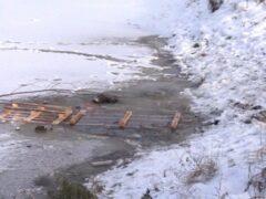 На улице Коммуны утонул петербуржец, переходивший пруд по тонкому льду