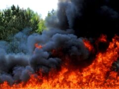 Сотрудницы Росгвардии в Калуге спасли жильцов горящего дома