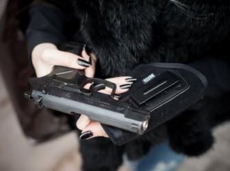 пистолет женщина