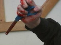 В Уфе 24-летний мужчина проткнул ножницами своего приятеля