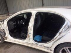 В Ростове автоворы вскрыли гараж и разобрали Mercedes