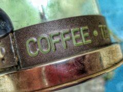 В Краснодаре мужчина украл на рынке 13 упаковок кофе и сладости