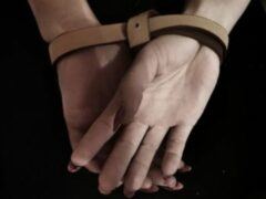В Петербурге мужчина связал сожительницу и похитил их общего сына