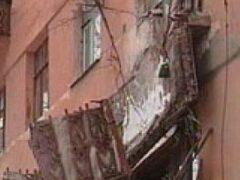 Двое мужчин упали вместе с балконом в центре Волгограда