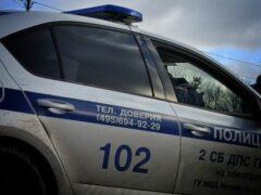 На севере Москвы автобус снёс ограждение и врезался в столб