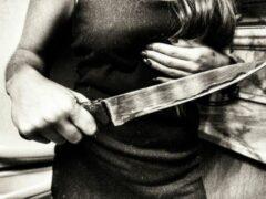 В Новосибирске женщина с ножом напала на своего сожителя
