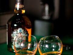 Работники казанского аэропорта украли две бутылки виски у пассажира