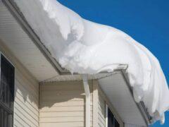 В Башкирии жительница Белорецка погибла под сошедшим с крыши снегом